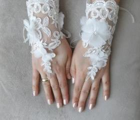 Bridal gloves, ivory gloves, Modern gloves, Svarovski Crystal, Luxe lace gloves,