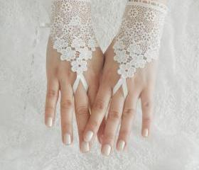 Wedding Gloves, ivory lace gloves, Fingerless Gloves, ivory wedding gown, off cuffs, cuff wedding bride, bridal gloves, Ivory,