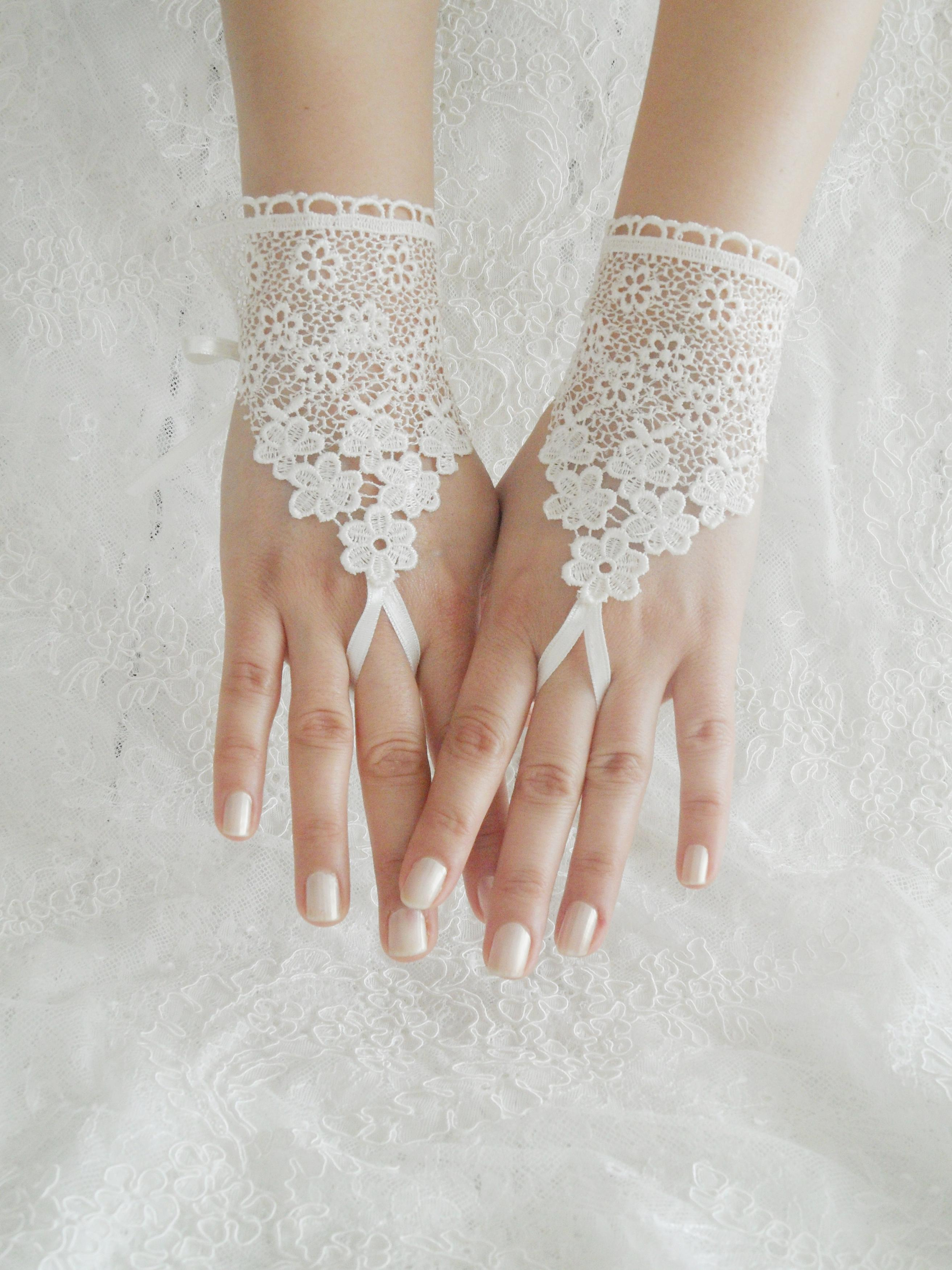 Fingerless gloves canada - Wedding Gloves Ivory Lace Gloves Fingerless Gloves Ivory Wedding Gown Off Cuffs Cuff Wedding Bride Bridal Gloves Ivory